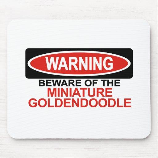 Guárdese de Goldendoodle miniatura Alfombrilla De Raton