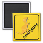 Guárdese de la señal de peligro de los dinosaurios iman de nevera