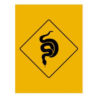Guárdese de las serpientes, señal de peligro, los tarjetas postales