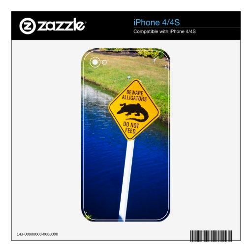 Guárdese de los cocodrilos no alimentan skins para iPhone 4S