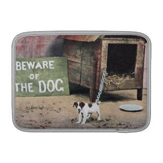 Guárdese de muestra del perro con el pequeño perro fundas MacBook