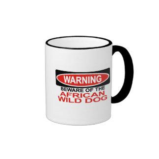 Guárdese de perro salvaje africano tazas de café