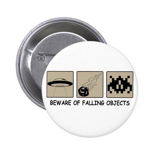 Guárdese del botón de los objetos que cae pin
