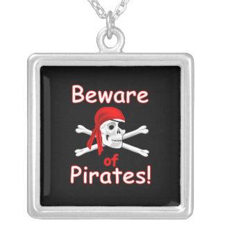 Guárdese del collar esterlina 2 de los piratas
