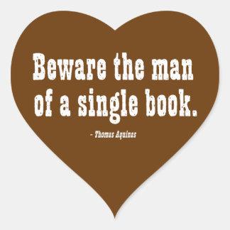 Guárdese del hombre de un solo libro pegatina en forma de corazón