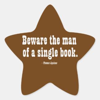 Guárdese del hombre de un solo libro pegatina en forma de estrella