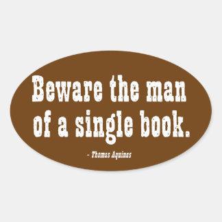 Guárdese del hombre de un solo libro pegatina ovalada