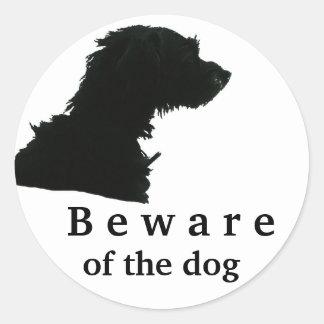 Guárdese del perro pegatina redonda