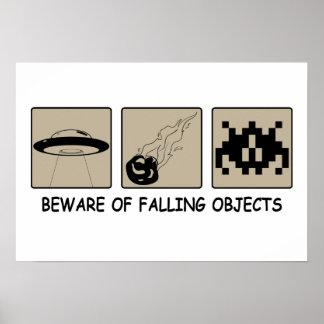 Guárdese del poster de los objetos que cae