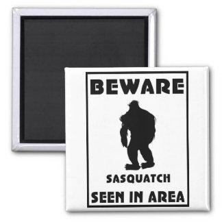 Guárdese del poster de Sasquatch Imán Cuadrado