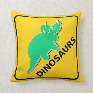 Guárdese del Triceratops de la señal de peligro de Almohadas