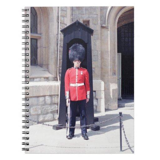 Guardia blanco de las torres spiral notebooks