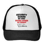 Guardia de seguridad del aficionado a los libros d gorro de camionero