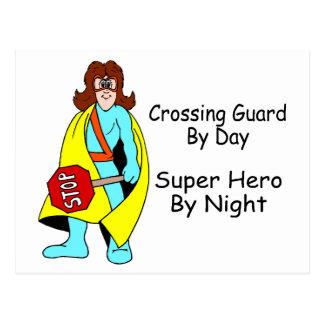 Guardia de travesía del superhéroe del día por tarjeta postal