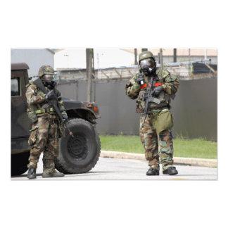 Guardia del soporte de los soldados en una fotografías