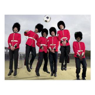 Guardias de Británicos que juegan a fútbol Postal