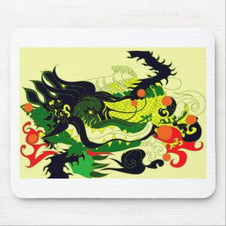 Guarida de los dragones (pergamino) alfombrillas de ratón