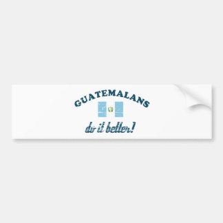 Guatemalteco mejora pegatina para auto