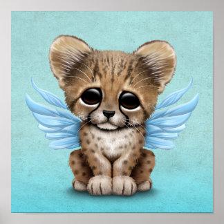 Guepardo lindo Cub con las alas de hadas en azul Póster