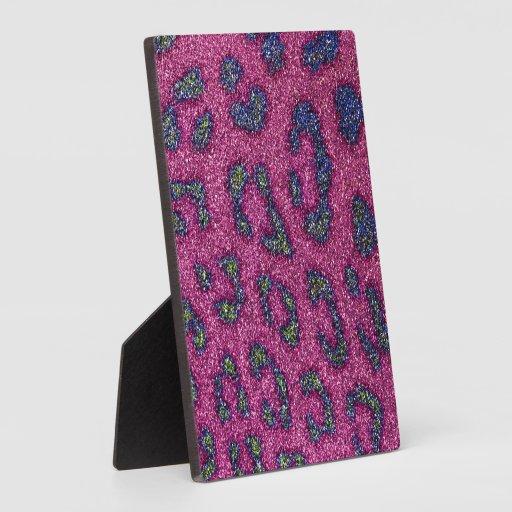 Guepardo rosado y mulitcolored femenino lindo del  placa para mostrar