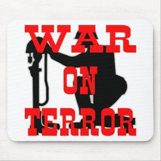 Guerra antiterrorista de la cruz 9-11 de los solda mouse pad