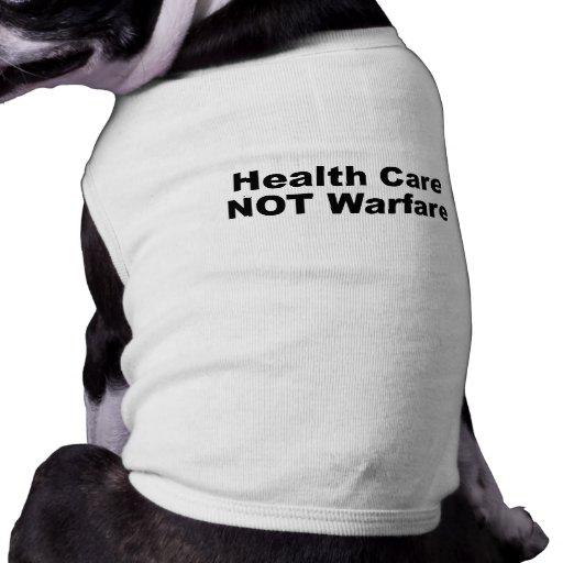 Guerra de la atención sanitaria no camisa de mascota