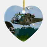 Guerra de Vietnam Bell Huey. Adorno De Cerámica En Forma De Corazón