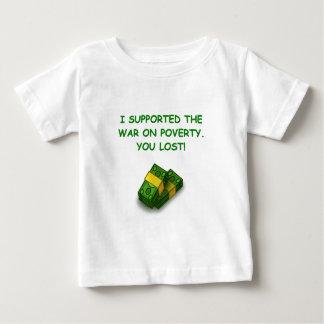 guerra en pobreza camiseta