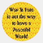 Guerra/odio contra paz pegatina redonda