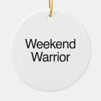 guerrero del fin de semana adorno redondo de cerámica