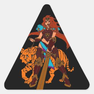 Guerrero femenino con el tigre y la espada pegatina triangular