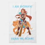Guerrero femenino con el tigre y la espada toallas