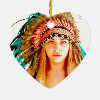 Guerrero indio adorno navideño de cerámica en forma de corazón