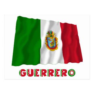 Guerrero que agita la bandera oficiosa tarjetas postales