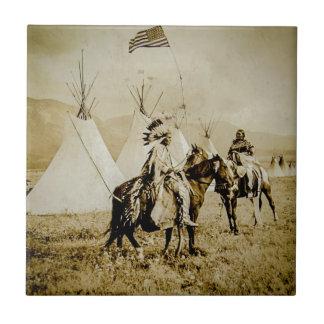 Guerreros de cabeza llana del nativo americano del azulejo cuadrado pequeño