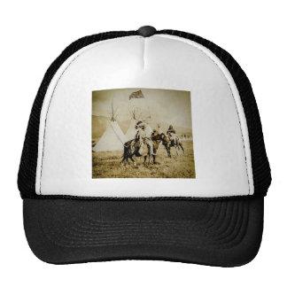 Guerreros de cabeza llana del nativo americano del gorras