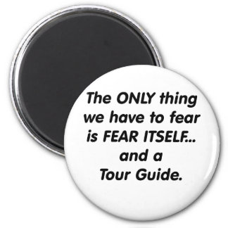 guía turístico del miedo imán redondo 5 cm