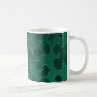 Guijarros de la fantasía en verde oscuro taza clásica