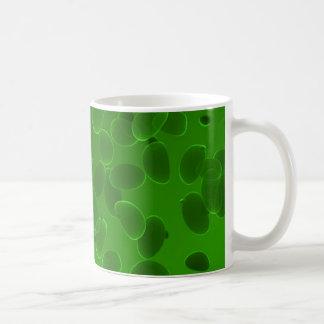 Guijarros de la fantasía en verde taza clásica