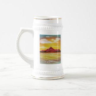 Guijarros en la playa jarra de cerveza