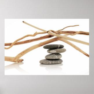 Guijarros y driftwood de equilibrio póster