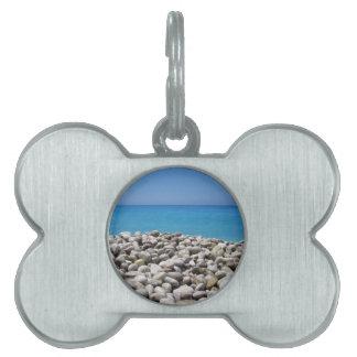 Guijarros y mar placa mascota