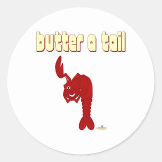 Guiñando a mantequilla de langosta roja una cola pegatina redonda
