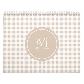 Guinga beige y blanca, su monograma calendarios de pared