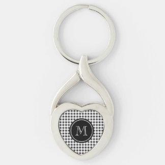 Guinga blanco y negro, su monograma llavero plateado en forma de corazón