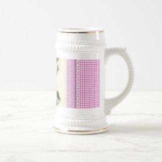 Guinga de lino color de rosa rosada pasada de moda jarra de cerveza