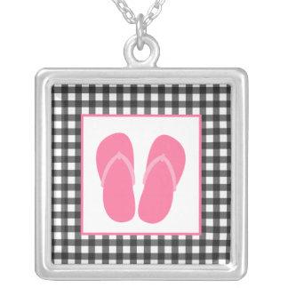 Guinga gris collar rosado de los flips-flopes