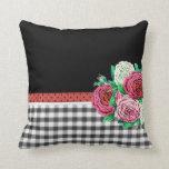 Guinga y flores negras almohadas