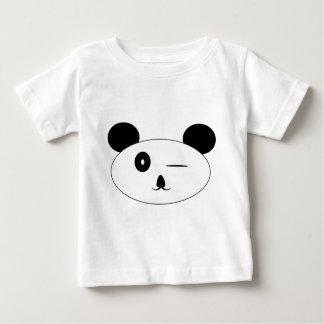 Guiño de la camiseta del bebé de la panda