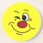 Guiño de la cara sonriente Grumpey Posavaso Para Bebida